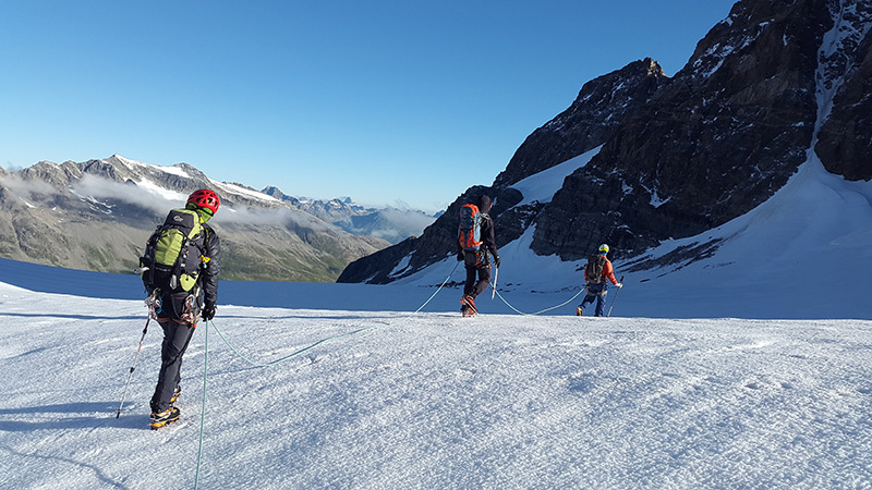 high-speed-glacier-alpinists-rope-up-163216